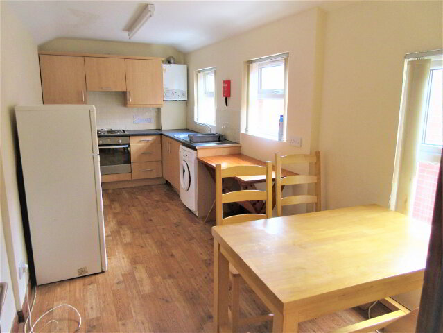 Photo 1 of Student ~ 4 Bedroom Apartment, 109B University Avenue, Queens Quarter, Belfast