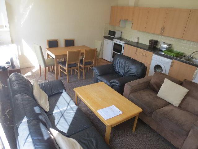 Photo 1 of Student ~ 5/6 Bedroom Apartment, Dunluce Avenue, Queens Quarter, Belfast