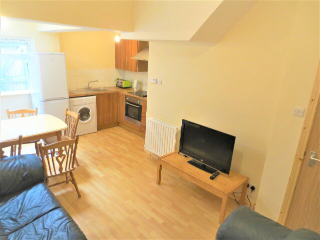 Photo 1 of Great 5 Bedroom House, Curzon Street, University Quarter, Belfast