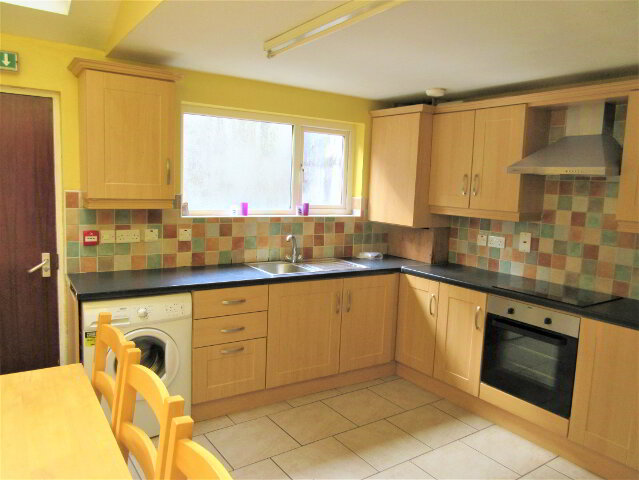 Photo 1 of Student ~ 5 Bedroom House, 9 Collingwood Avenue, University Quarter, Belfast