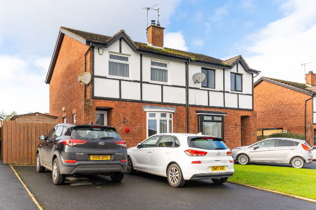 Photo 1 of 13 Ashgrove Crescent, Lurgan