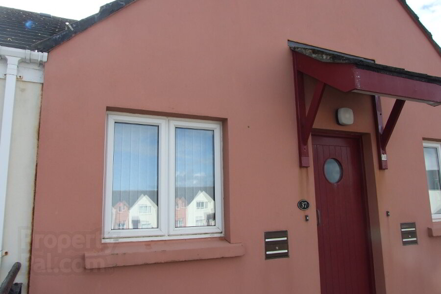 Photo 1 of 37 Old Castle Court (Student 2020), Portrush