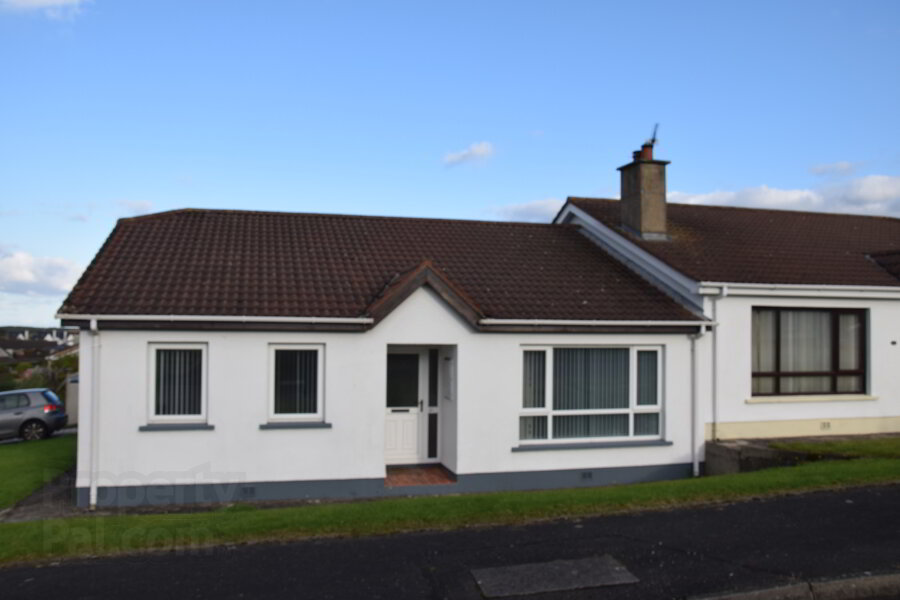 Photo 1 of 23 Dunsuivnish Avenue (Holiday Let 2020), Lilly'S Cottage, Portstewart