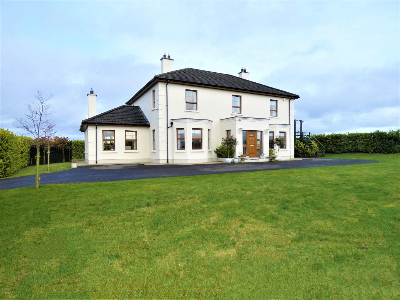 Lifford gateway to North Donegal, Derry+Tyrone - Houses for